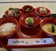 Shojin ryori in red bowls